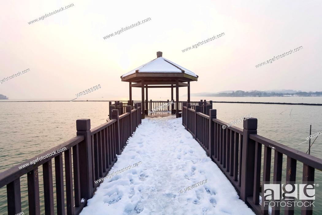 Stock Photo: Taihu lake in the snow.