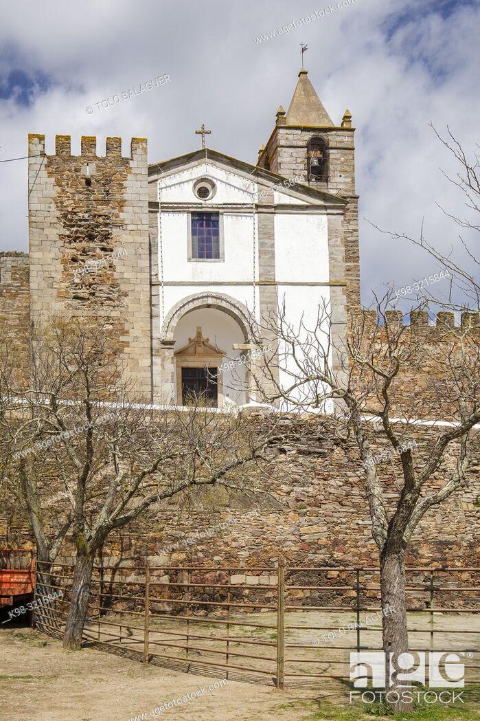 Stock Photo: castillo de Mourão, siglo XIV, Mourão, Distrito de Évora, Alentejo, Portugal.