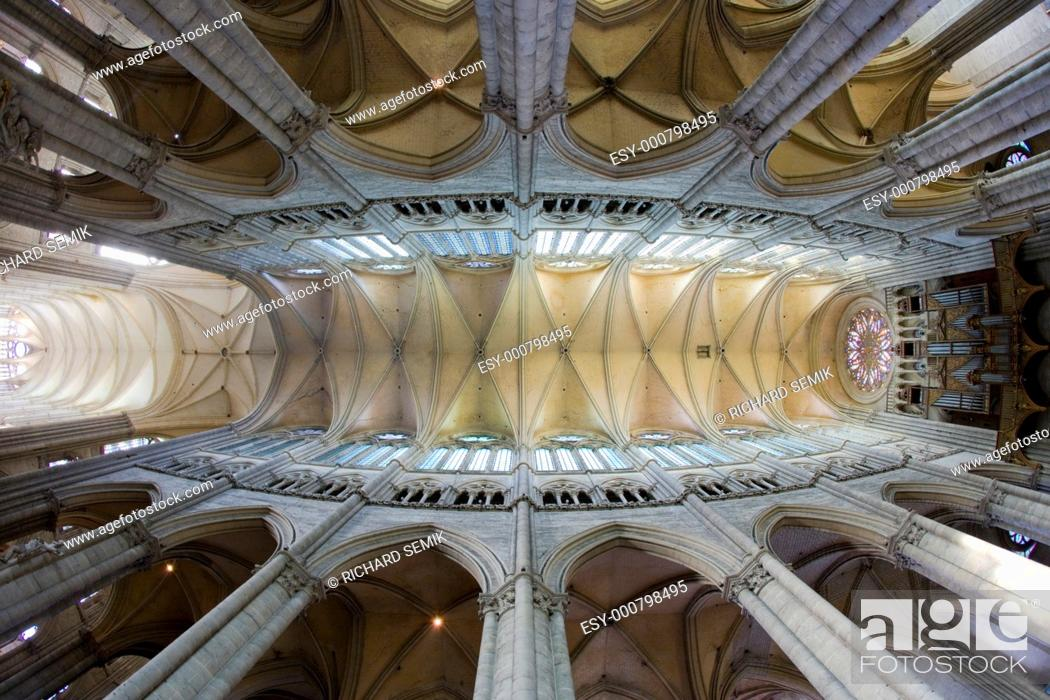 Stock Photo: interior of Cathedral Notre Dame, Amiens, Picardy, France.