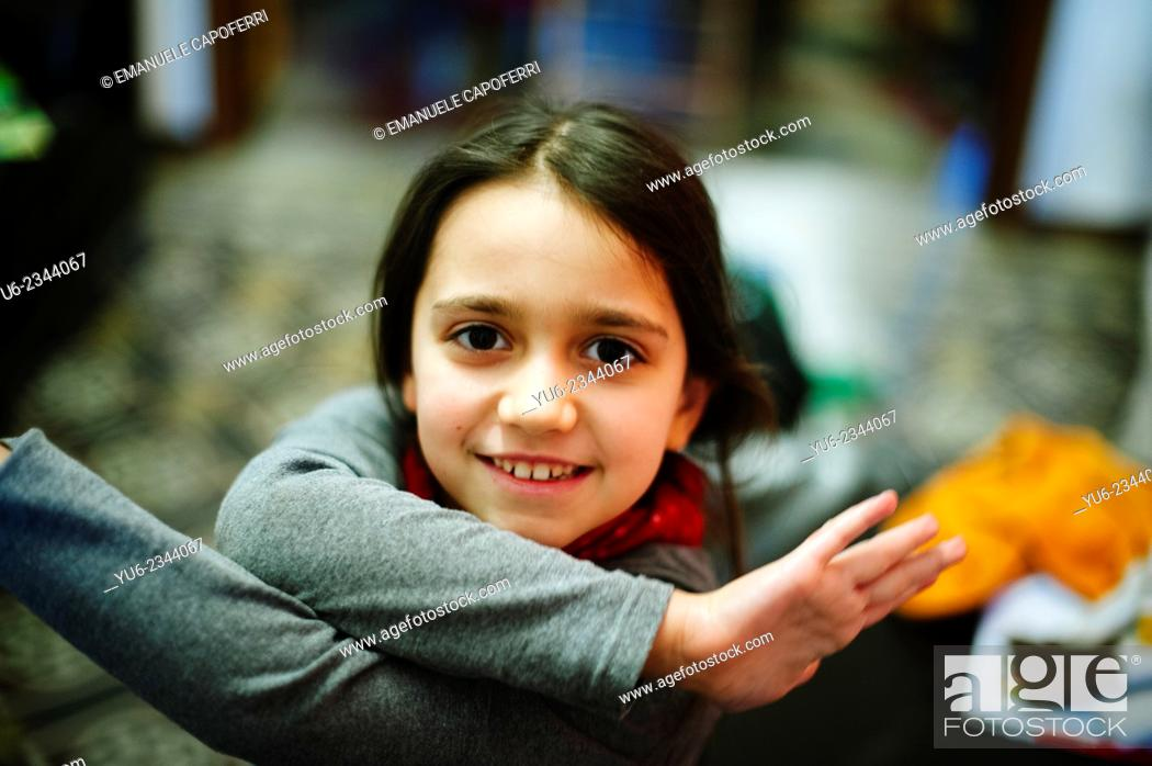 Photo de stock: Little girl playing at home.