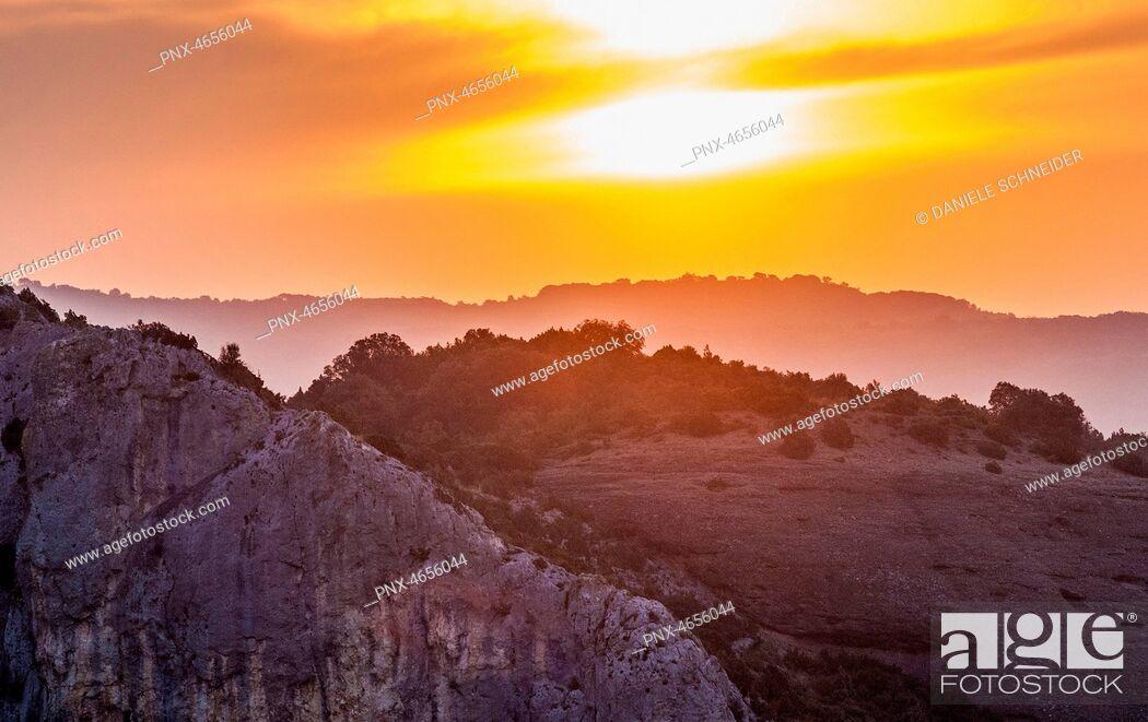 Imagen: Spain, autonomous community of Aragon, Sierra y Ca¤ones de Guara natural park, Canyon of the Vero river, sunset.