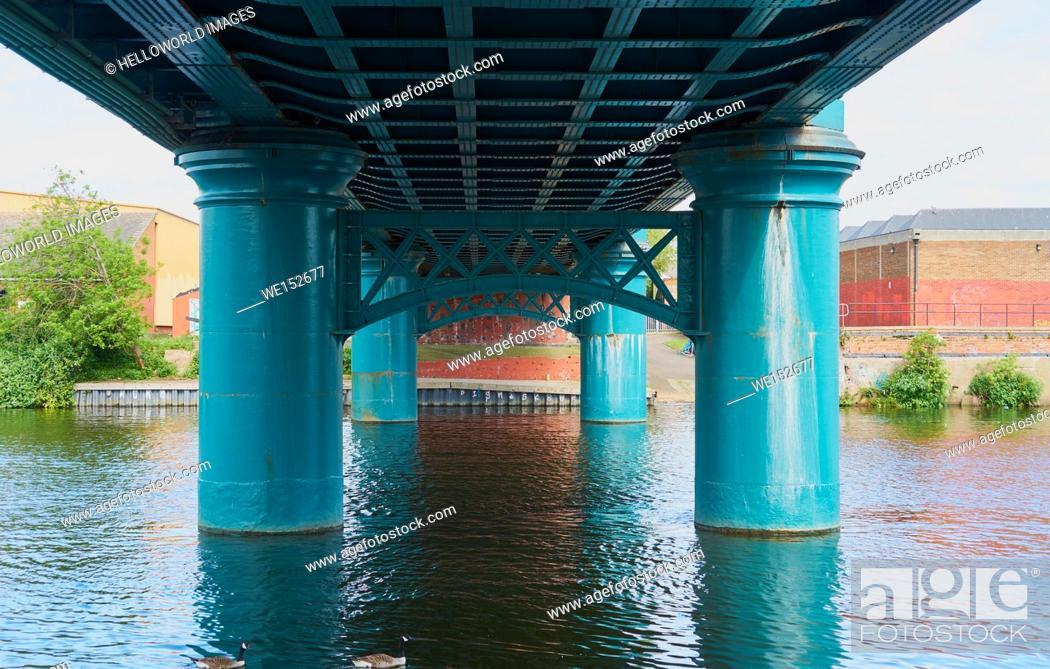 Photo de stock: Lady Bay Bridge (opened 1878) is a road bridge across the river Trent, Nottingham, Nottinghamshire, east Midlands, England.
