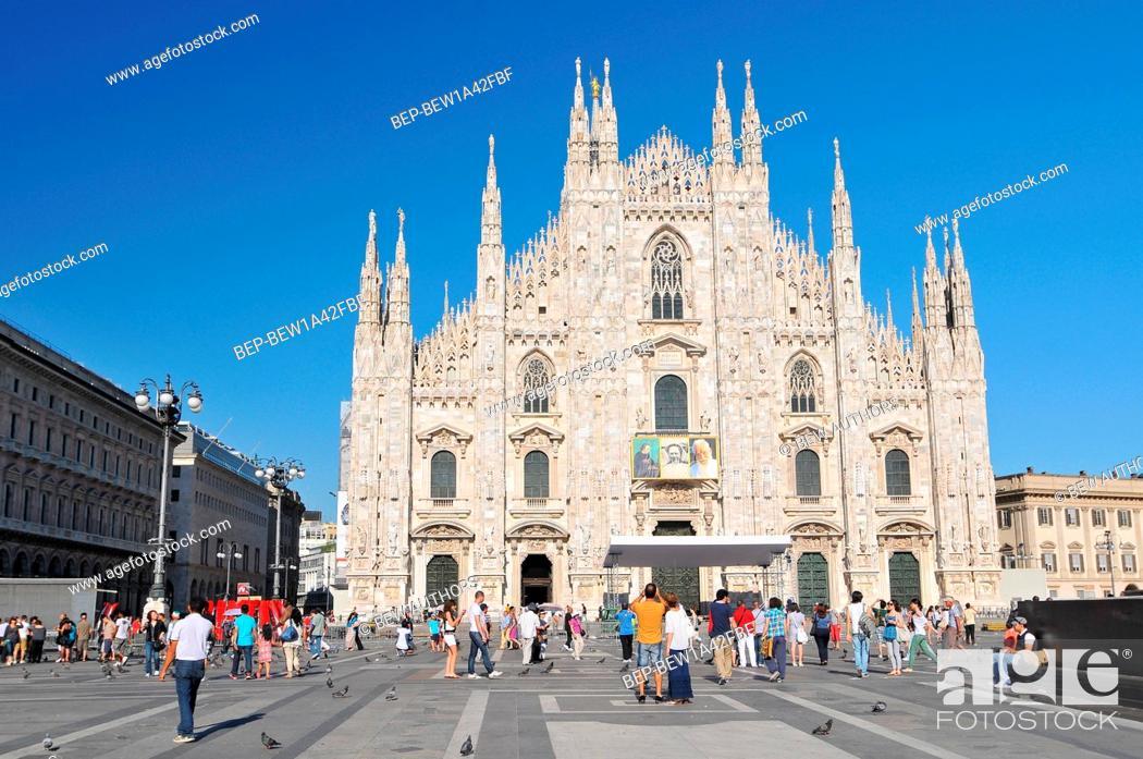 Photo de stock: Milan cathedral, Duomo di Milano, marble facade with spires.