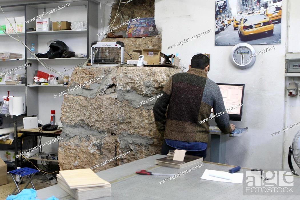 Imagen: Ancient wall inside the large photocopy shop. Athens ancient walls. The Themistoklean wall surrounds Athens like a historical chain.