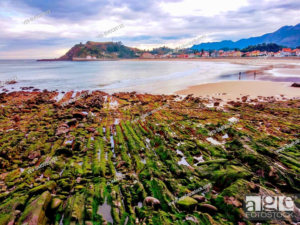 Imagen: Ribadesella coast and village, Asturias, Spain.