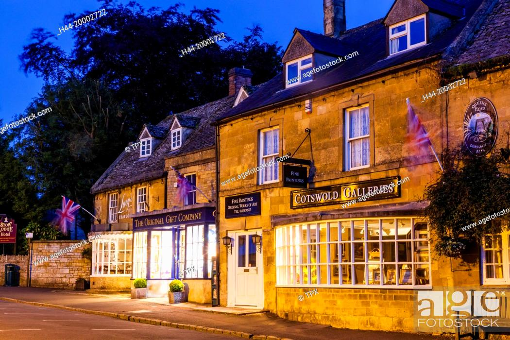 Stock Photo: England, Gloucestershire, Cotswolds, Stow-on-the-wold.