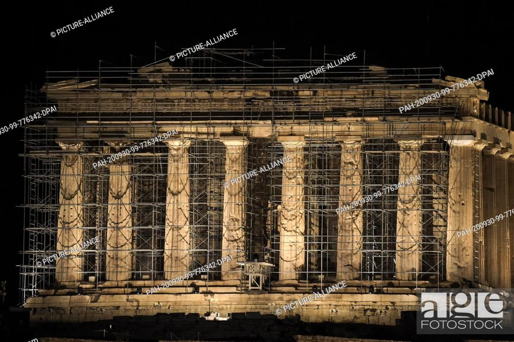 Imagen: 30 September 2020, Greece, Athen: The Acropolis shines in a new light: the new lighting in the archaeological site was inaugurated by the Ministry of Culture.