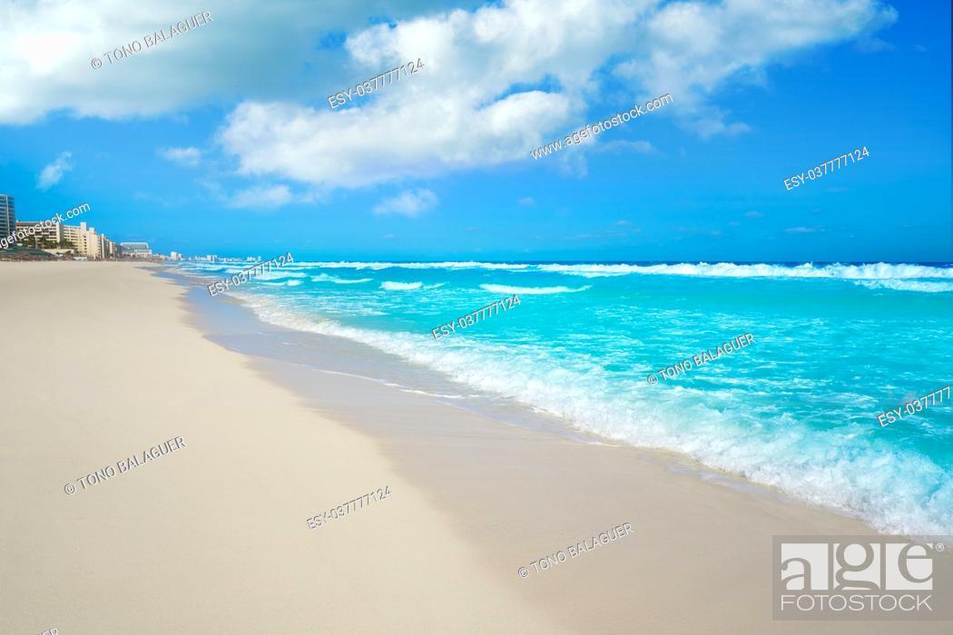 Imagen: Cancun Delfines Beach at Hotel Zone of Mexico.