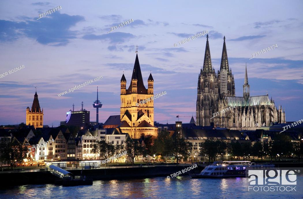 Photo de stock: Germany, Rhineland-Westphalia, Köln, Cologne, skyline at night.