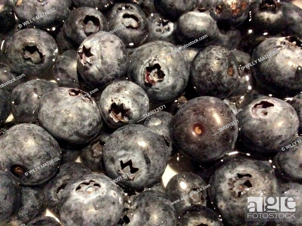 Stock Photo: Close-up of delicious fresh blueberries filling the frame.