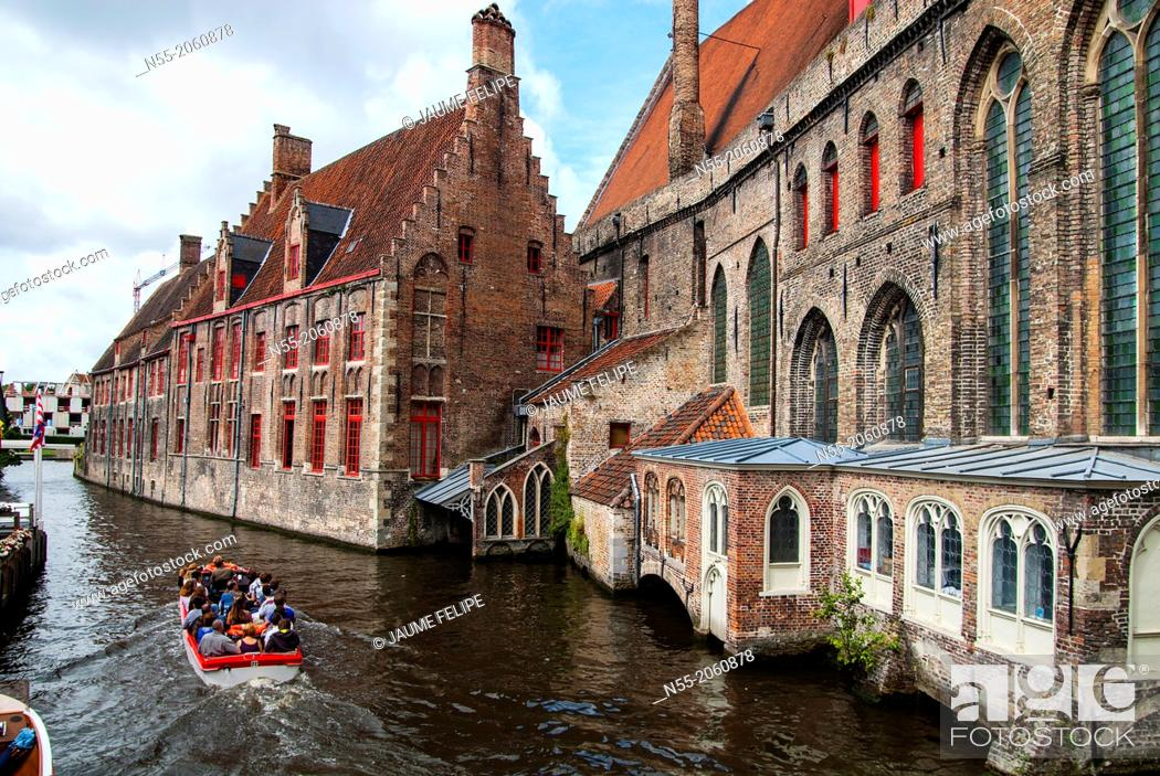 Stock Photo: The Djiver canal in Bruges, West Flanders, Belgium.