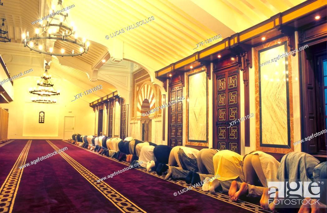 Stock Photo: Oration at the Great Mosque of Granada Albaicín quarter  Granada, Andalucia, Spain.