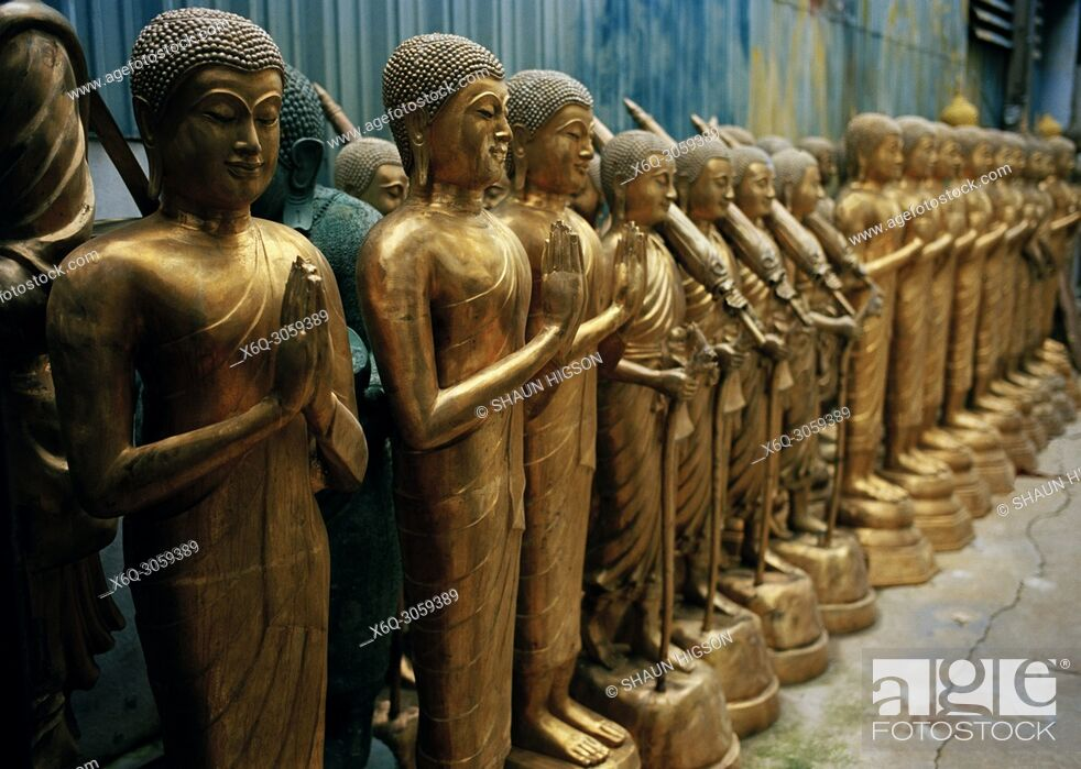 Imagen: Buddha statues for sale in Bamrung Muang Road in Bangkok in Thailand in Southeast Asia in the Far East.