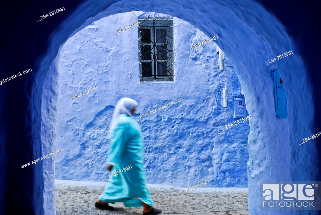 Stock Photo: Street scene in the atmospheric blue town of Chefchaouen or Chaouen, Rif Region, Morocco, North Africa.