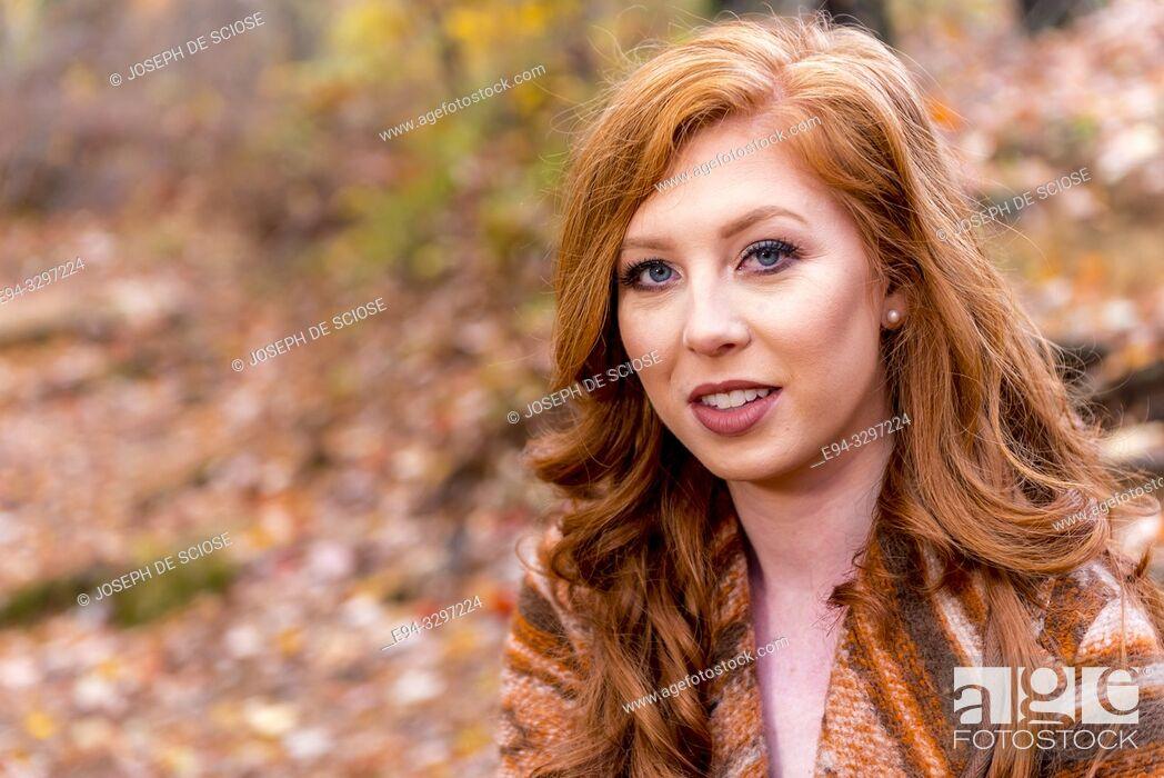 Photo de stock: Portrait of a 25 year old redheaded woman in a forest setting.