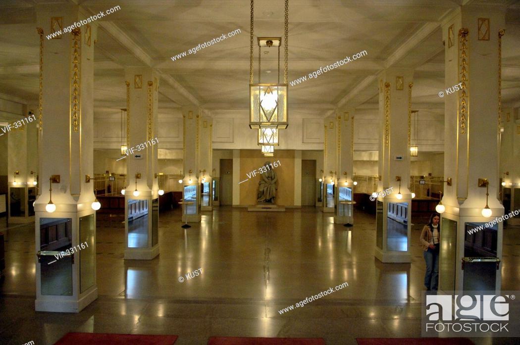 Imagen: Innenansicht Wiener Konzerthaus, Eingangsbereich mit Beethoven-Denkmal - 08/10/2005.