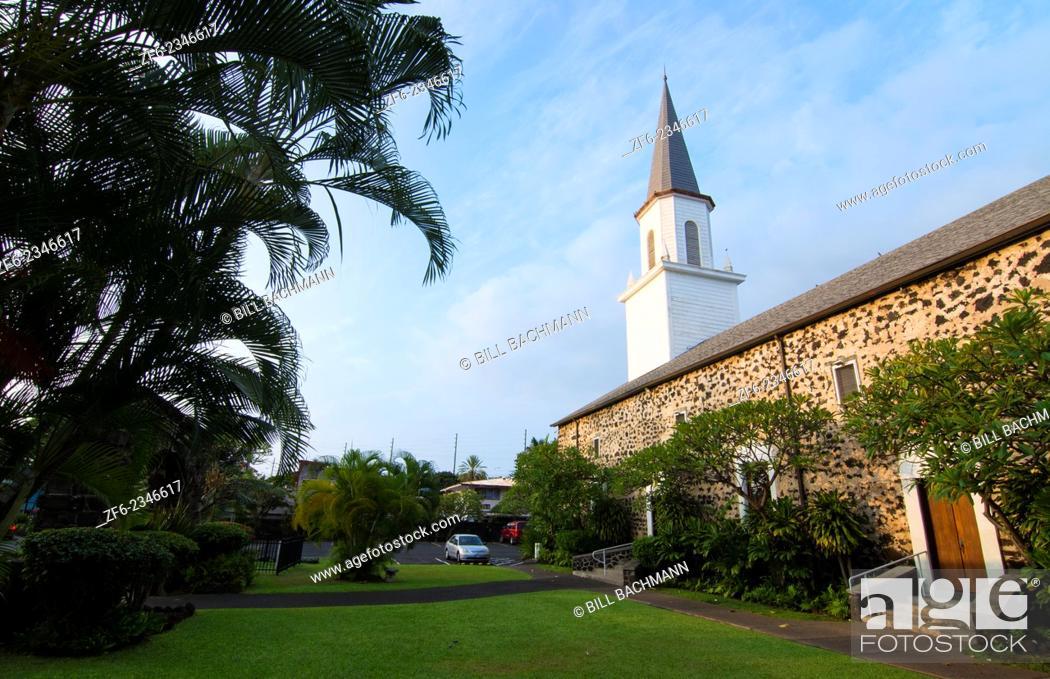 "Imagen: Kona Hawaii Big Island Kailua-Kona Mokuaikaua Church first church in Hawaii 1830 steeple and rock church the """"Church of the Chimes""""."