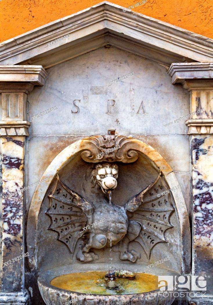 Imagen: Rome, Italy. Fontana di Borgo Vecchio, often called Fountain of the Dragon, Via della Conciliazione. It dates from the 17th century and is thought to have been.