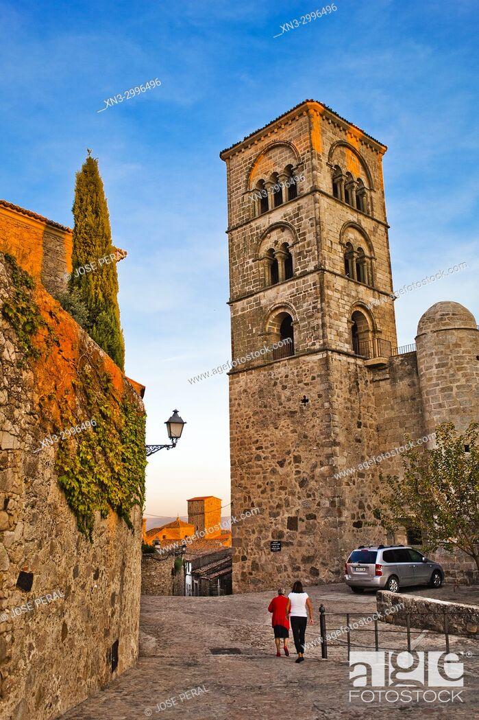 Imagen: Julia tower, Romanesque style, of the church Santa Maria la Mayor, Trujillo, Caceres Province, Extremadura, Spain, Europe.