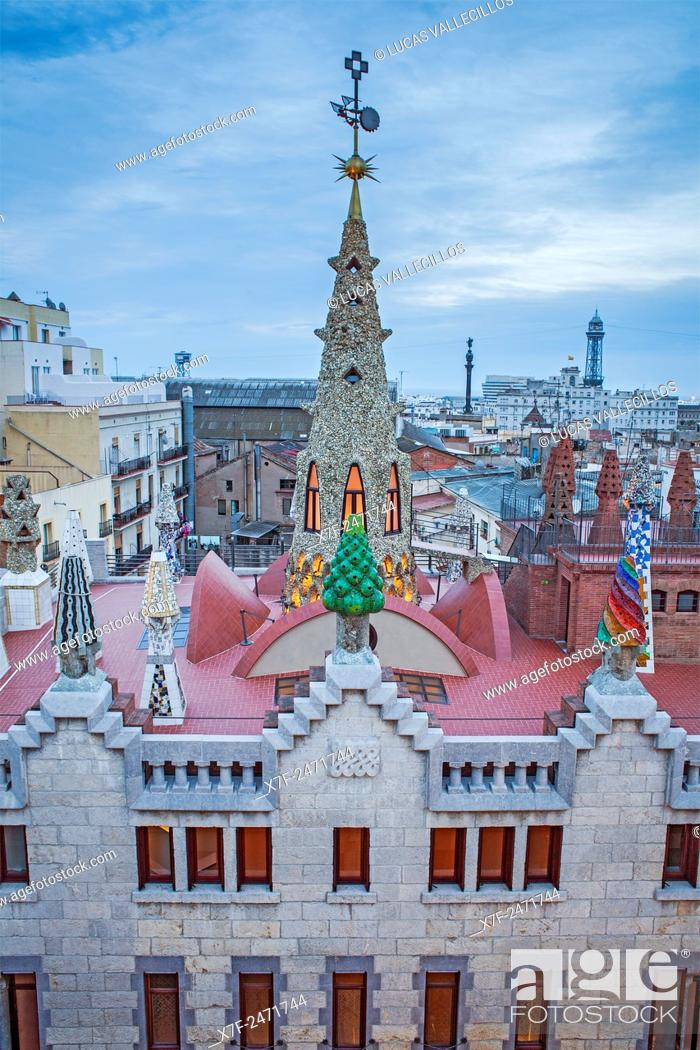 Imagen: Rooftop of Palau Guell, Barcelona, Catalonia, Spain.