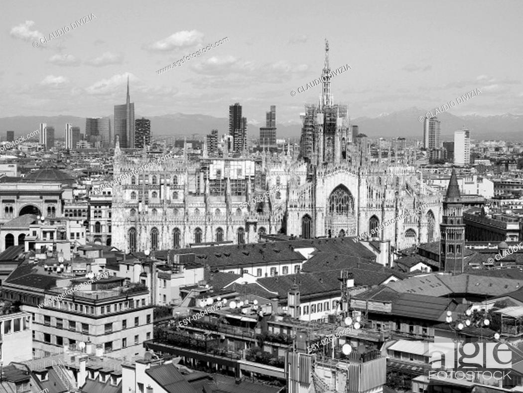 Photo de stock: Aerial view of Duomo di Milano gothic cathedral church in Milan, Italy in black and white.