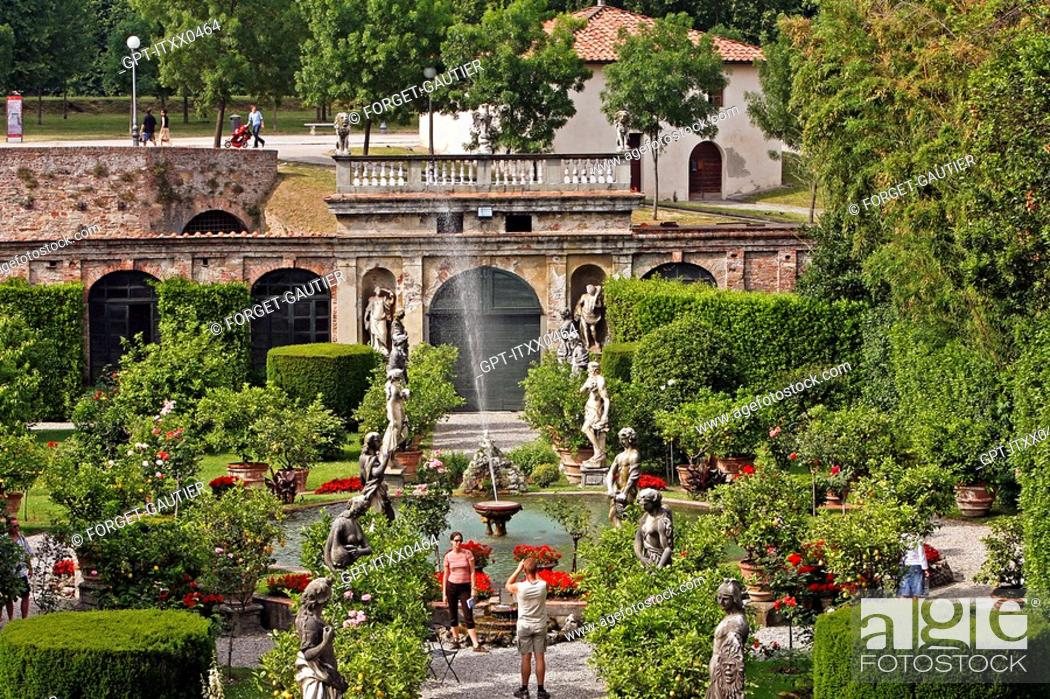Stock Photo: GARDEN IN THE PALAZZO PFANNER WITH ITS STATUES, ITS ROSEBUSHES AND LEMON TREES, LUCCA, TUSCANY, ITALY.