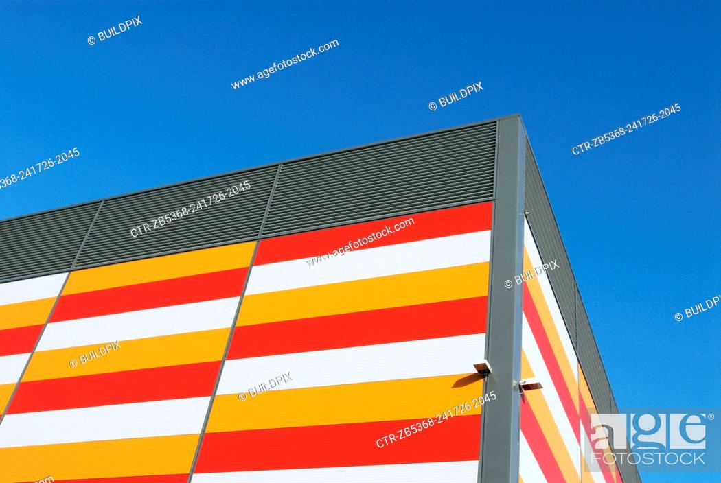 Imagen: Warehouse, Beckton, London, UK, low angle.