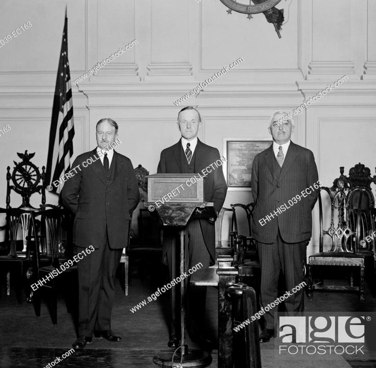 Imagen: President Coolidge flanked by Party leaders at his 'Notification Ceremony'. He was formally notified of his nomination two months earlier at the Republican.