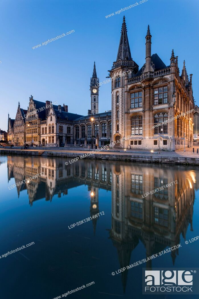 Imagen: Ghent old town at nightfall.