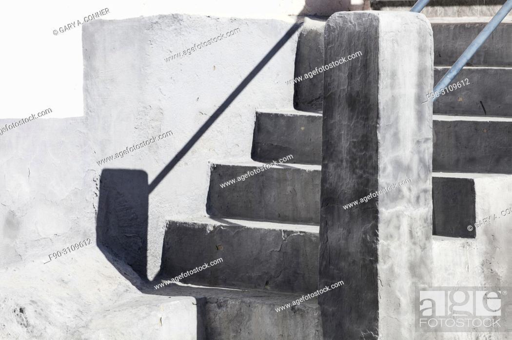 Imagen: Concrete stairs in Salobreña, Granada, Spain.