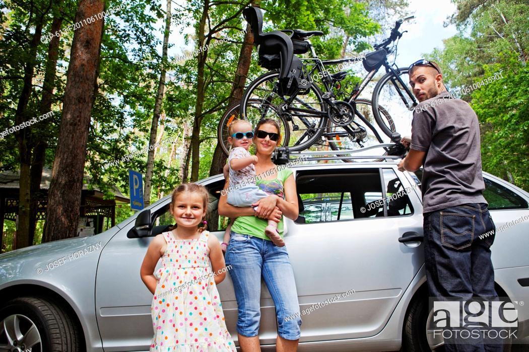 Imagen: Girls on the family trip CTK Photobank/Josef Horazny, Martin Sterba Model released, MR.