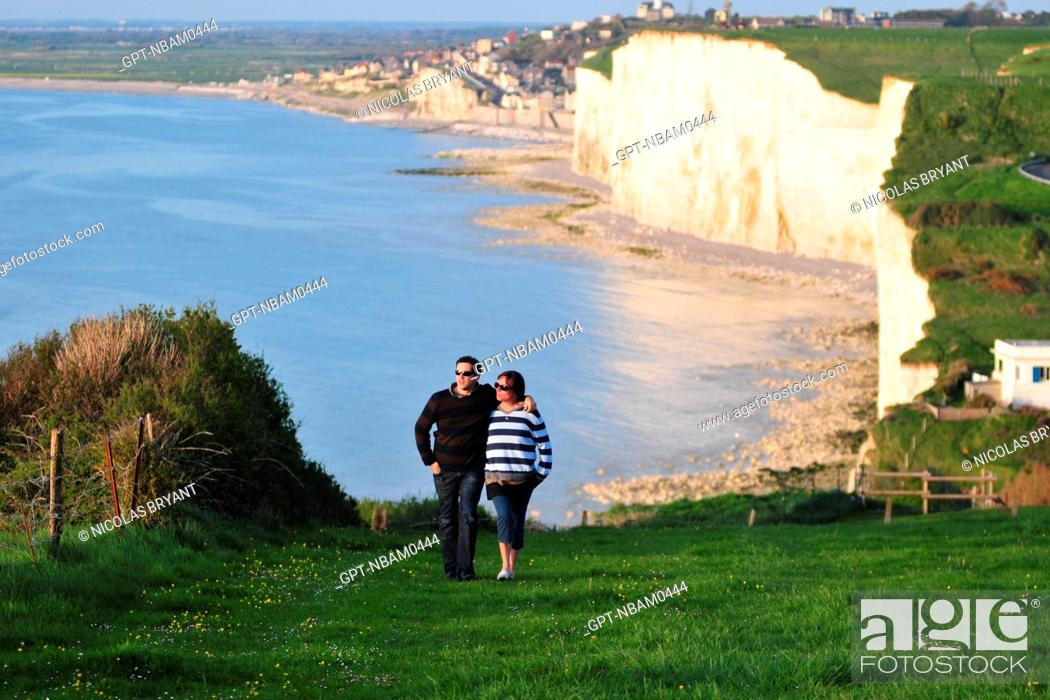 Stock Photo: COUPLE WALKING ARM IN ARM ON THE SUMMIT OF THE CLIFFS, AULT, BAY OF SOMME, SOMME 80, FRANCE.
