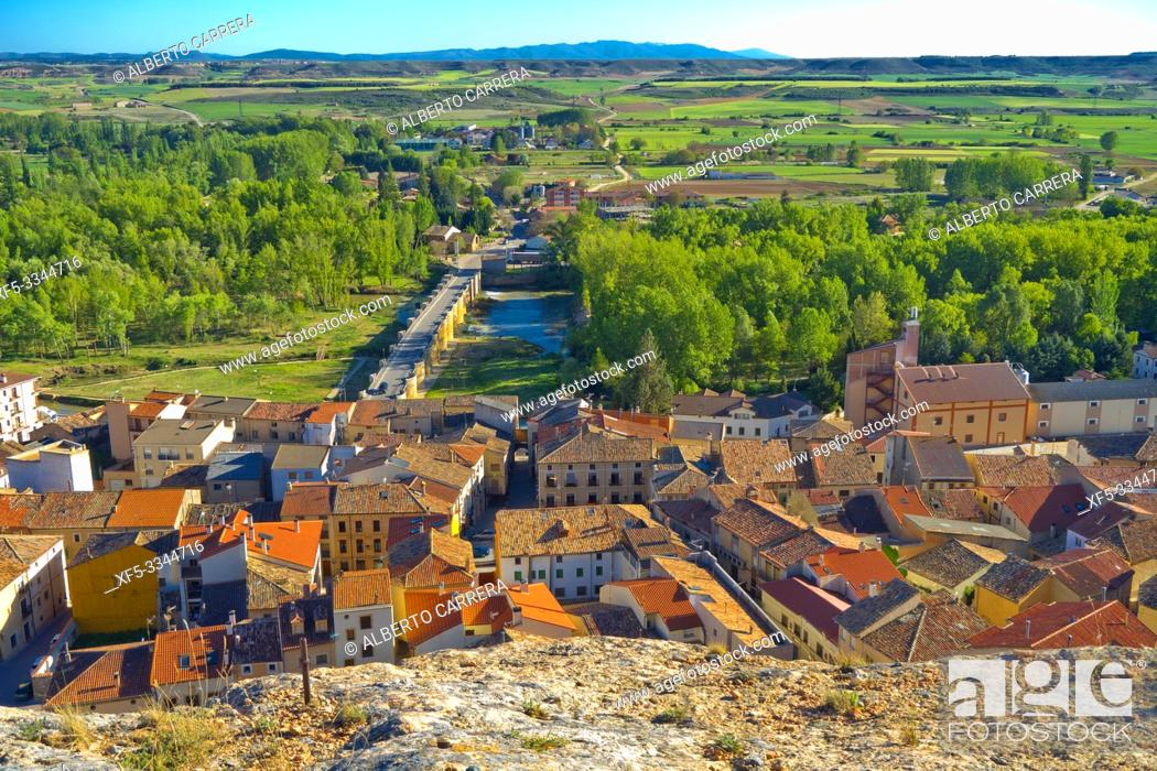 Imagen: Town View from Cave Traditional Wineries, San Esteban de Gormaz, Soria, Castilla y León, Spain, Europe.