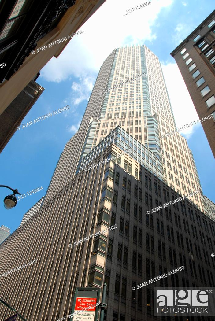 383 Madison Avenue Between 46th And 47th Streets The Building Shelters The Jp Morgan Chase Company Stock Photo Picture And Rights Managed Image Pic N21 1242804 Agefotostock