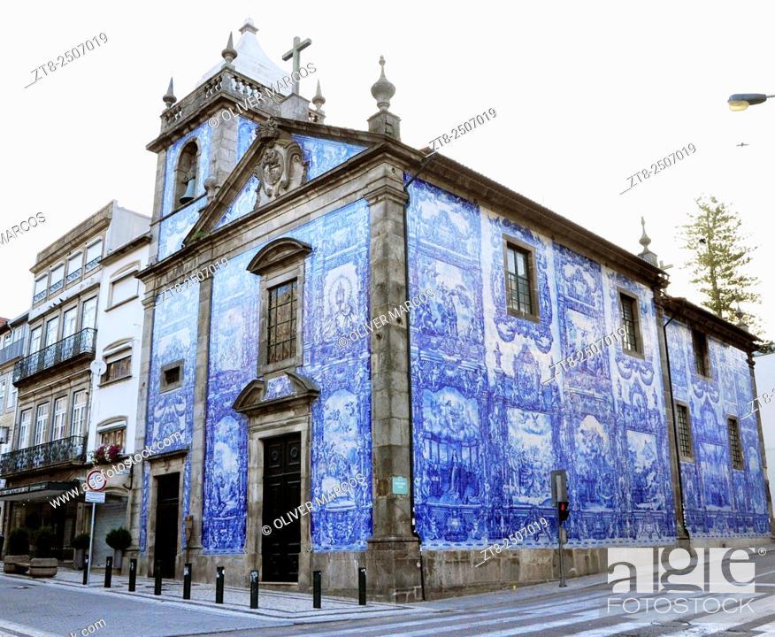 Imagen: We found the Capela das Almas (Chapel of Souls) walking around the Mercado do Bolhao, close to the busy Rua Santa Catarina.