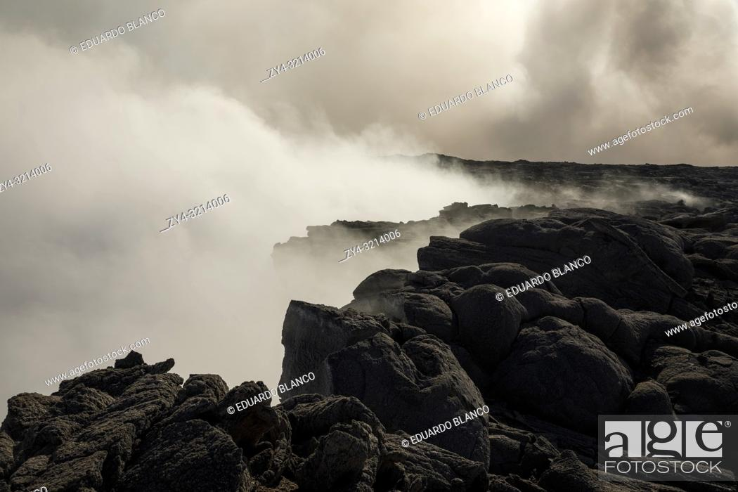 Imagen: Solified lava from Erta Ale volcano in Danakil Depression desert in Ethiopia. Africa.