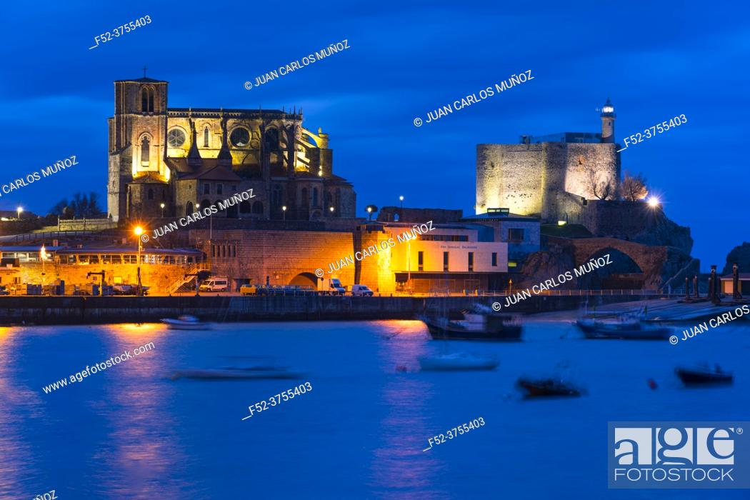 Photo de stock: Castro Urdiales old town at dusk, with Santa Ana Church and Castillo Lighthouse, Cantabria, Spain, Europe.