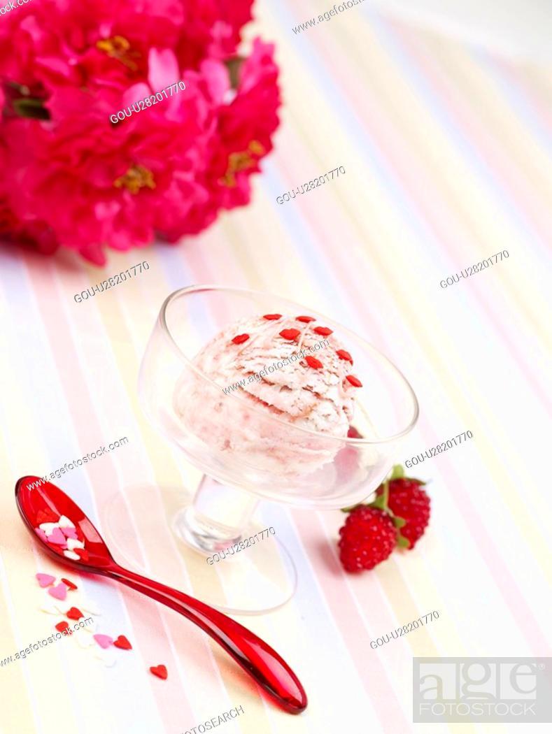 Stock Photo: mountain berry, ice cream, spoon, ice cream cup, cup, flower, icecream.