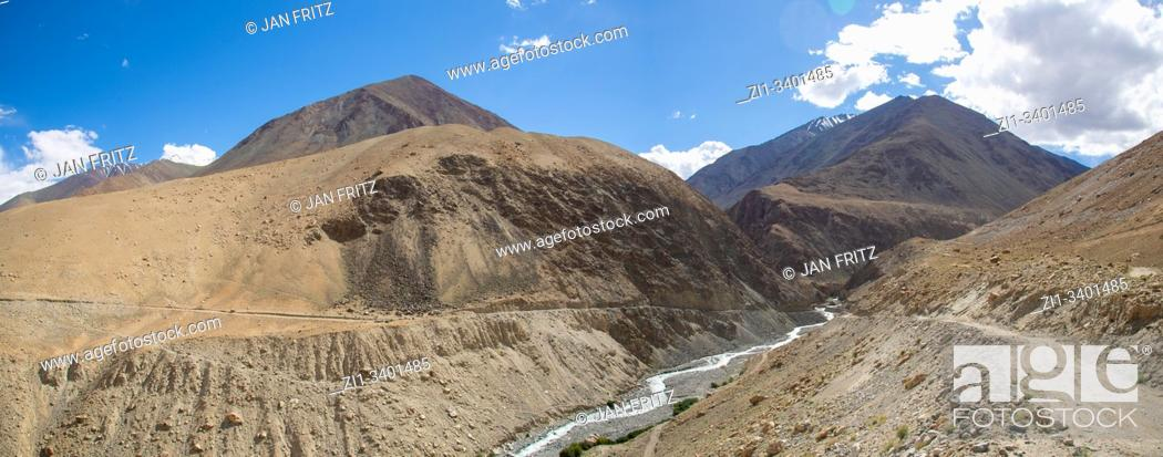 Stock Photo: panoramic view of Indus valley with river in Ladakh, India.