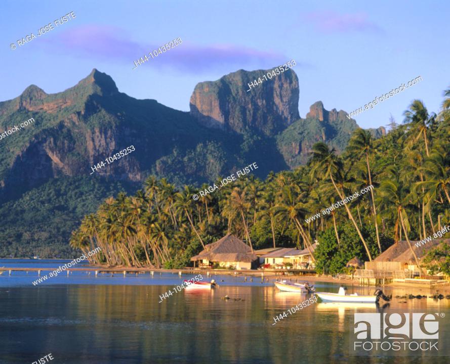 Stock Photo: 10435253, evening sun, boats, Bora Bora islands, isles, Pacific, Hutten, Otemanu mountain, palms, Povai Bay,.
