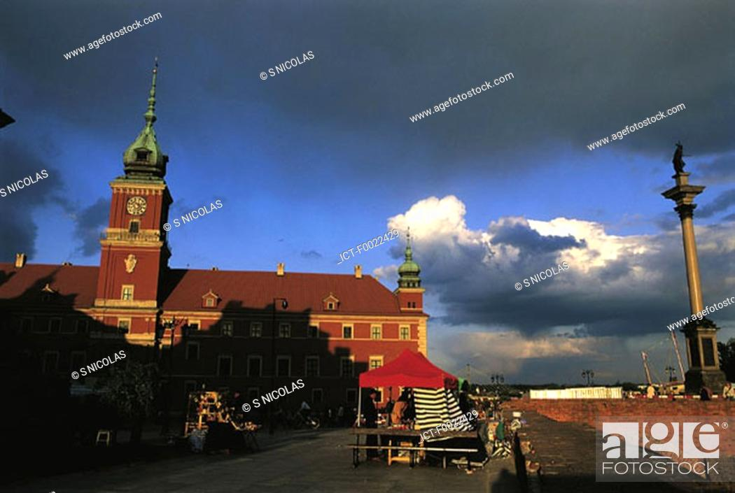 Stock Photo: Poland, Warsaw, old city, royal castle and Sigismund Column.