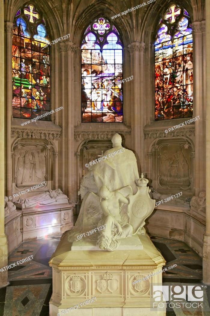 Imagen: STAINED GLASS AND STATUE OF KING LOUIS-PHILIPPE, RECUMBENT STATUES OF THE ORLEANS FAMILY, ROYAL CHAPEL OF DREUX, EURE-ET-LOIR 28, FRANCE.