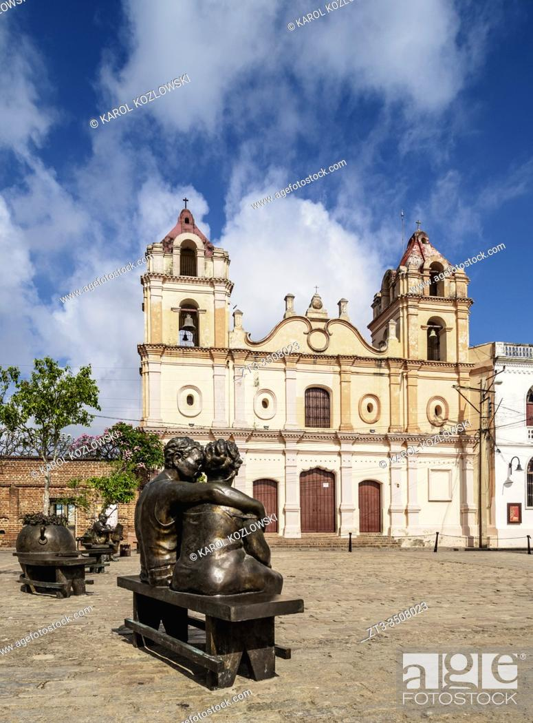 Imagen: Martha Jimenez Perez Sculptures and Nuestra Senora del Carmen Church, Plaza del Carmen, Camaguey, Camaguey Province, Cuba.