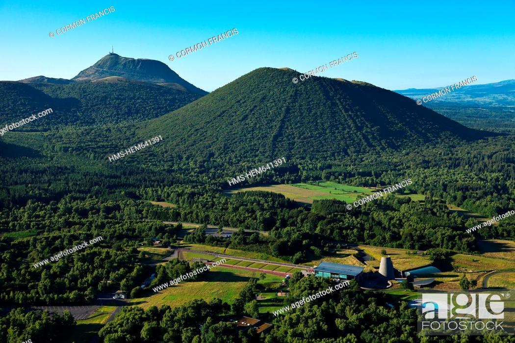 Stock Photo: France, Puy de Dome, Parc Naturel Regional des Volcans d'Auvergne Regional Nature Park of the Volcanoes of Auvergne, Chaine des Puys, Saint Ours les Roches.