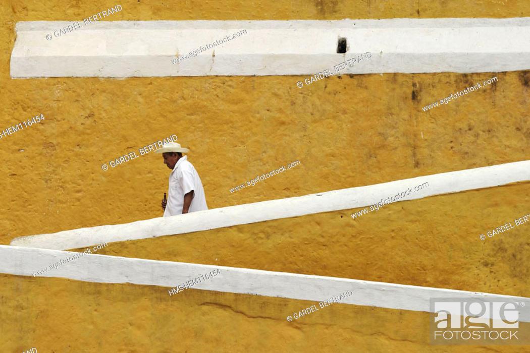 Stock Photo: Mexico, state of Yucatan, Izamal village.