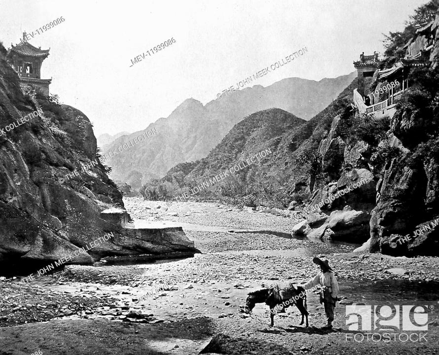 Photo de stock: 'The Nankow Pass'. 'A bold, rocky defile, separating China proper from the lands of the barbarians beyond. On the left, a picturesque little edifice dedicated.