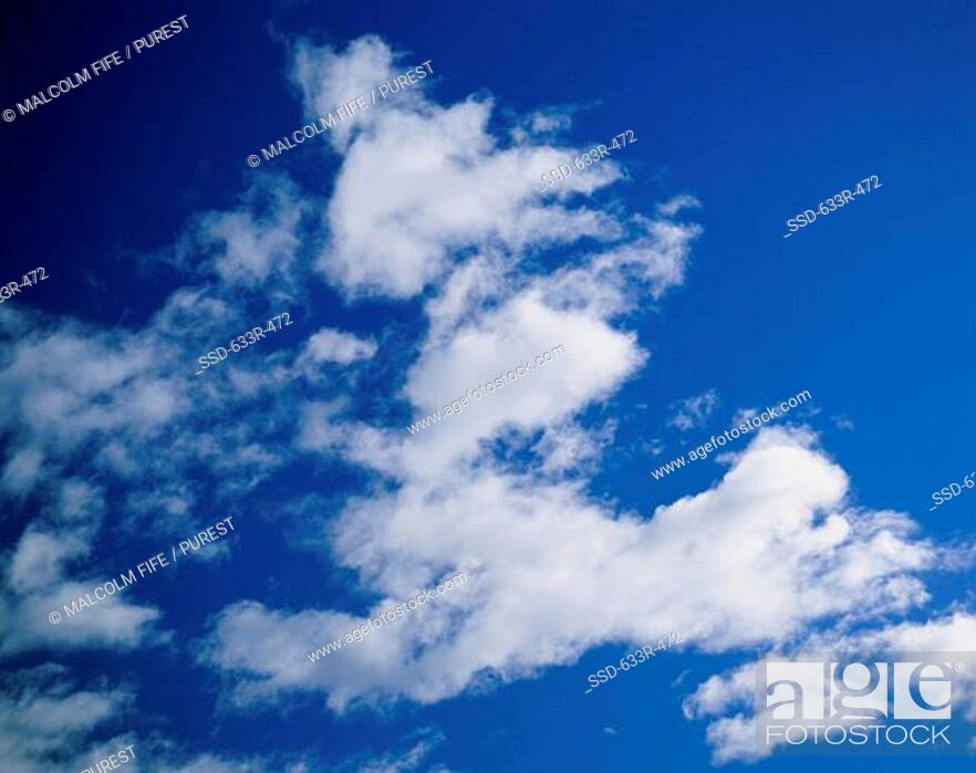 Imagen: Cumulus clouds in a blue sky.