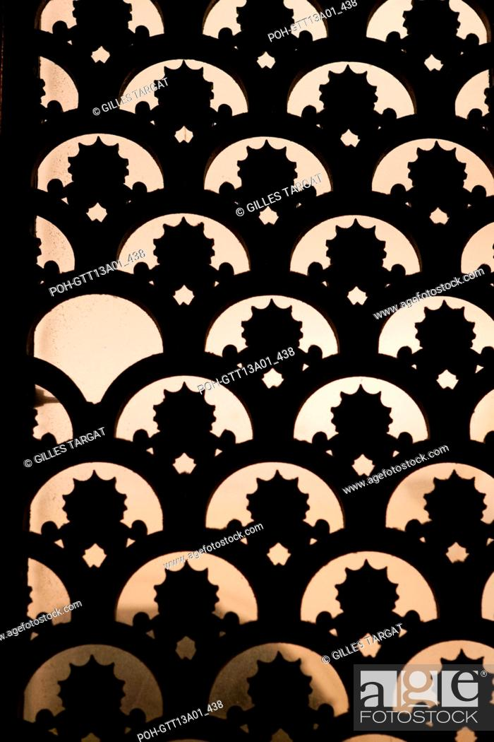 Stock Photo: france, ile de france, paris, 5e arrondissement, boulevard saint michel, detail , nuit, matin Photo Gilles Targat.
