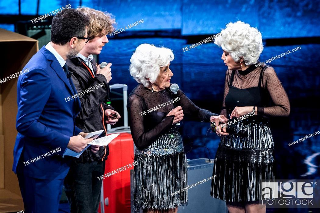 Imagen: Tv presenter Fabio Fazio, the dancer Paddy Jones and the commedienne Luciana Littizzetto dressed like Mrs Jones at tv show Che tempo che fa, Milan.