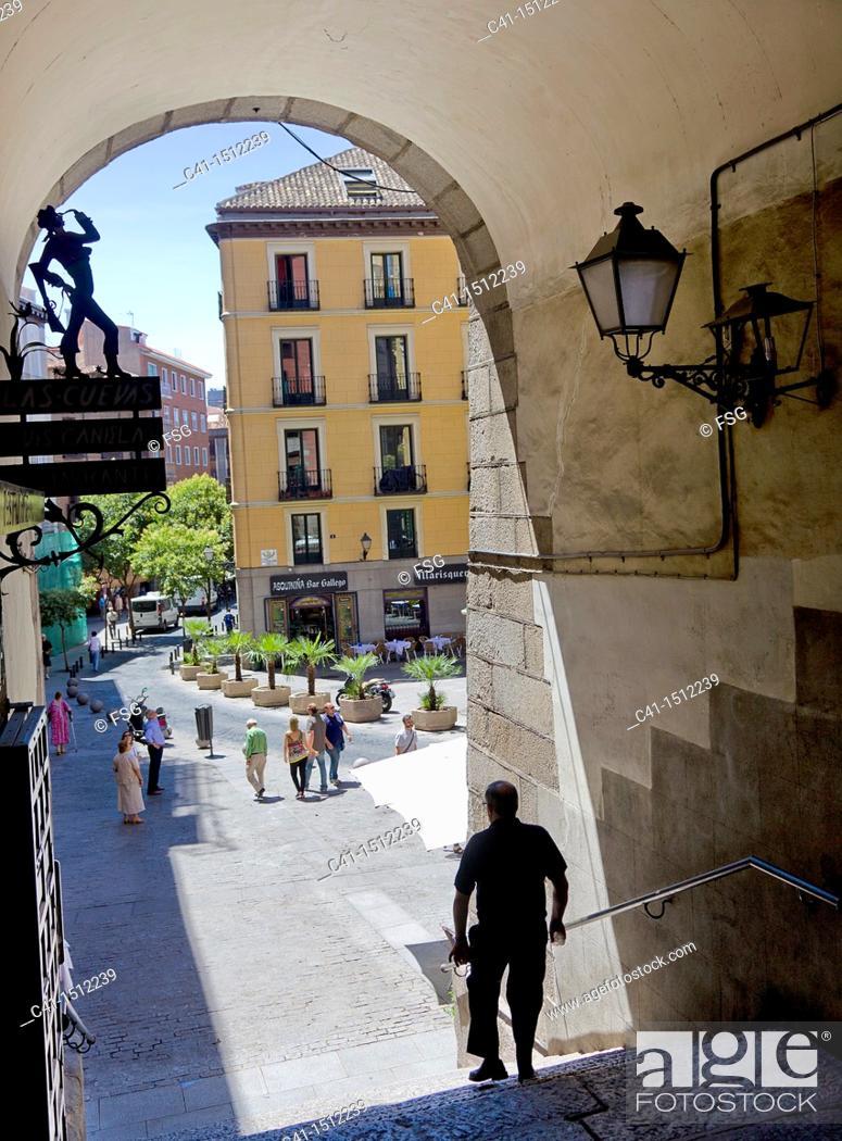Stock Photo: Arco de Cuchilleros, Madrid, Spain.